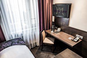 Mercure Hotel Frankfurt City Messe - Arbeitsplatz mit TFT-TV und eigener Kaffeemaschine