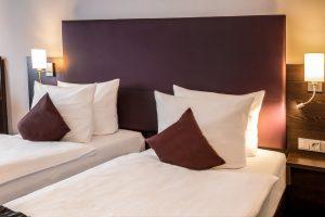 Twin Bett Zimmer mit LED Nachtlicht